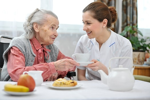 How to Feed an Aging Parent Who Has Dementia in Tucson, AZ