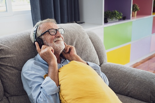 How Music Can Benefit Aging Adults with Alzheimer in Tucson, AZ